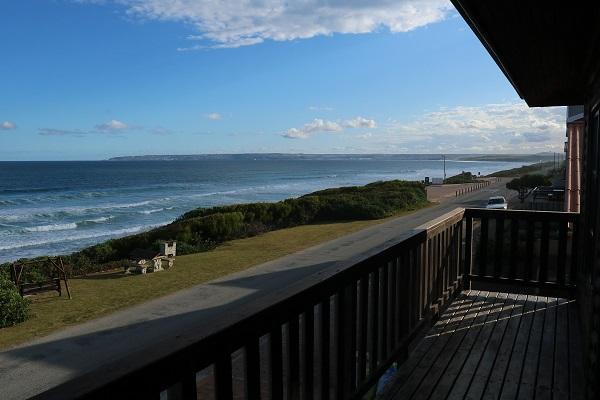 MOSSELBAY BEACH HOUSE - WITH SENSATIONAL OCEAN VIEWS!! (Ref: KUSROMI)