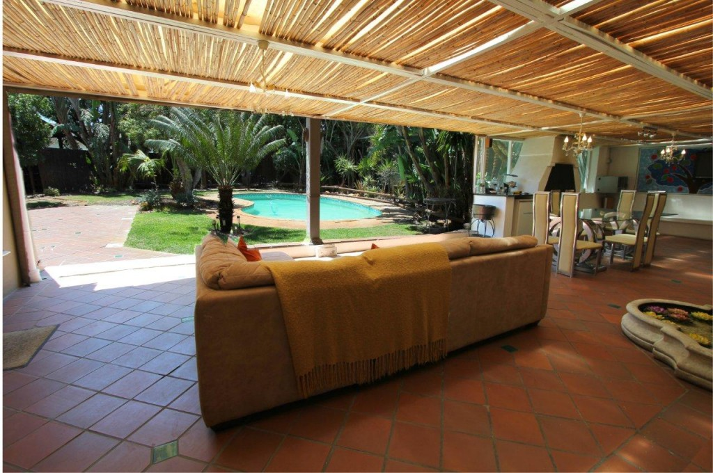 ULTRA STYLISH 6 BED 5 BATH GUESTHOUSE WITH MAGNIFICENT EXPOSURE: REF: 55POTTLYNNE