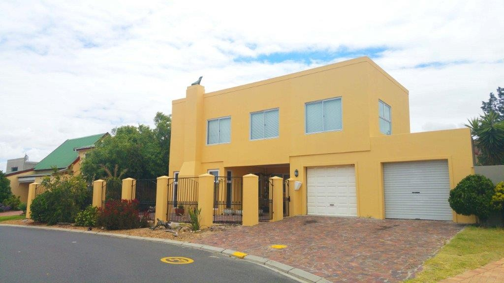 3 BEDROOM DOUBLE STOREY WITH GUEST QUARTERS POTENTIAL: REF: 43ASHDEVON)