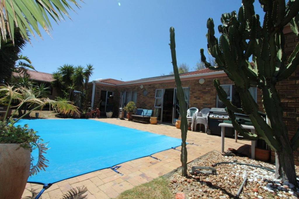 4 BEDROOM HOUSE IN SOUGHT-AFTER WINELANDS AREA: REF: 49LIBLYNNE