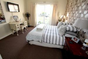 Bedroom Master Alt View (3)