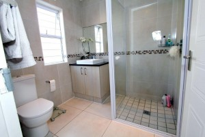 En-suite Bathroom (3)